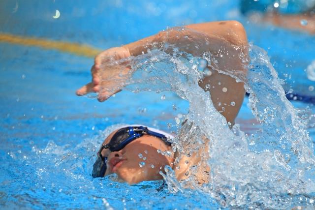 クロールで泳いでる 奈良マッサージ
